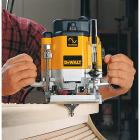 DeWalt 3 HP/15A 8000  to  22,000 rpm Plunge Router Image 2